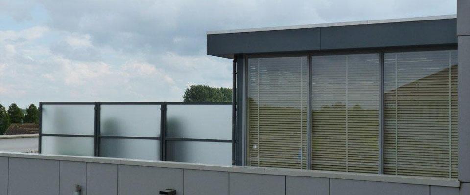 Windschermen en terrasschermen op maat gemaakt for Verwijderbaar glas